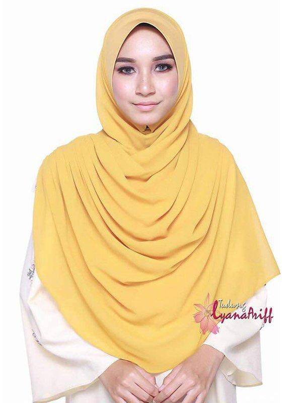 Umrah Banner: Twist Lyana Warm Grey